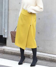 スカート Mature Fashion, Fashion Over 50, Skirt Pants, Midi Skirt, How To Look Classy, Skirt Fashion, Fasion, Work Wear, Cute Outfits
