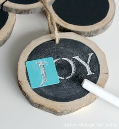 DIY Log Slice Chalkboard Ornaments - these are so cool! You could also use these all year long and draw hearts on them for Valentine's Day, etc. hand them around the house or use as gift tags. Diy Christmas Ornaments, Rustic Christmas, Christmas Projects, Winter Christmas, Handmade Christmas, Holiday Crafts, Christmas Decorations, Christmas Ideas, Xmas Messages