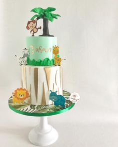 Jungle animals cake for Jasmins birthday again with Ondeh Ondeh filling (pandan sponge cake with palm sugar coconut and coconut swiss meringue buttercream ) loving this design so much and loving the thanks credit : . Jungle Birthday Cakes, Jungle Theme Cakes, Safari Cakes, Safari Birthday Party, Baby Girl Birthday, Boy Birthday Parties, 2nd Birthday, Buttercream Cake Designs, Palm Sugar