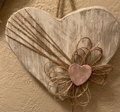 Valentine Day Wreaths, Valentines Day Decorations, Valentine Day Crafts, Valentine Heart, Heart Diy, Heart Crafts, Wooden Hearts Crafts, Saint Valentin Diy, Palette Deco