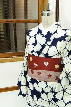 濃紺色地に浮かび上がる大輪の撫子の花が美しい注染レトロ浴衣です。 #kimono