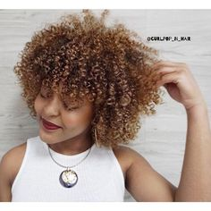 Here is a #BTS pic of becoming a blonde parte #1  for #curlpopcolor2017 with @__jaami  who has joined the #curlpopgirls team . Jamila came to me with darkest brown resembling black  at a glance and all #naturalcurls  if you want to see how dark stay on this very same column and scroll 3 pictures down .  Besides this beautiful #curlygirl @olaplex was the star of the show !  ________________________________________________#coloraplication under 25 mins  #colorprocessing time  25 mins…