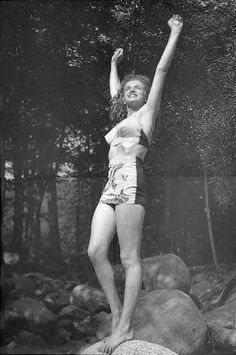 1945 Norma Jeane in bathing suit by Conover