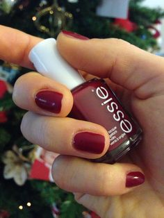 "Christmas Nails with ""Dress to kilt"" by Essie n.13"