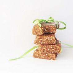 Simply protein bars: 4 ingredient recipe, no-bake