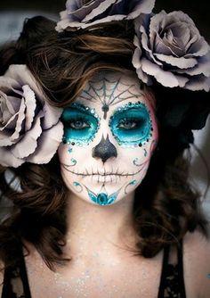 Ya son muchas las chicas que empiezan a buscar ideas de maquillaje para este terrorífico día. A falta de tiempo y planificación para realizar el mío, os ...