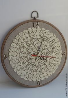 Handmade Home Decor Framed Doilies, Lace Doilies, Crochet Doilies, Handmade Home Decor, Diy Home Decor, Doily Art, Doilies Crafts, Creation Deco, Diy Clock
