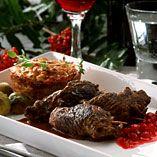 Viltrullader med glassert blomkål, potetkaker og nyrørt tyttebær - Oppskrifter Venison, Beef, Lamb, Food, Deer Steak, Meat, Game, Essen, Ox