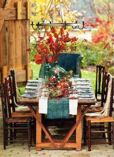 Create Lovely Fall #Centerpieces with #Flowers or Gourds