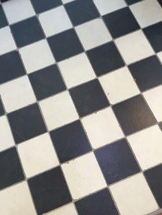 Zwart wit geblokte vloertegels