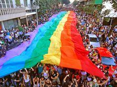 """Neste domingo, dia 19, a partir das 11h, a Praça da Estação recebe a concentração da 18ª edição da """"Parada do Orgulho LGBT de BH""""."""