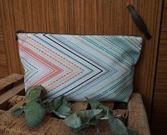 Almofada d'Alfazema: Este necessaire com zip, feito num tecido zig zag ...