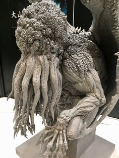 The amount of detail put to this Cthulhu sculpture! Sculpture Art, Sculptures, Lovecraft Cthulhu, Hp Lovecraft, Call Of Cthulhu, Arte Horror, Creature Concept, Japanese Artists, Creature Design