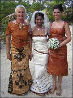Fijian wedding gown made of masi - Matavuvale Network Samoan Wedding, Polynesian Wedding, African Print Fashion, Ethnic Fashion, Island Wedding Dresses, Bridal Gowns, Wedding Gowns, Traditional Wedding Attire, Ethnic Wedding
