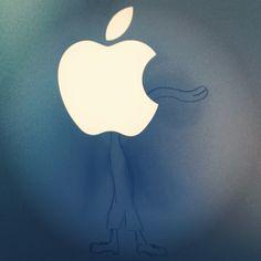 La manzana toma vida