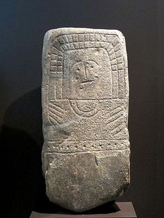 File:Idolo VI de Hernán Pérez - Estelas diademadas.jpg