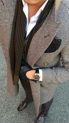 Men's Jackets For Every Occasion. Photo by Menswear Market Jackets are a must-have in the cold weather but it can also be used to accessorize an outfit. Mode Masculine, Mode Man, Toronto Fashion Week, Mens Fashion Blazer, Herren Outfit, Winter Mode, Latest Mens Fashion, Men Fashion, Fashion Black