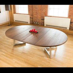 Massive Extending Luxury Round / Oval Dining Table Oak Brown can add leaf extensions to make long table folds down to a round table! Oval Dinning Table, Round Extendable Dining Table, Dining Table Design, Modern Dining Table, Dining Room Table, Grande Table A Manger, Designer, Home Decor, Centerpiece Ideas