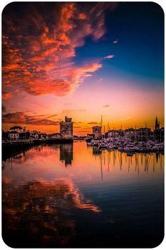 Joli claquement de couleurs sur Le Vieux Port par....©Laurent Gaigner... #larochelle #port #charentemaritime Northern Lights, Clouds, France, Celestial, Sunset, Places, Laurent, Travel, Outdoor