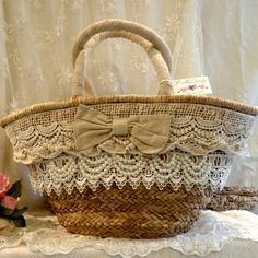 So, take a look and consider adding one of them to your craft store inventory. Costume Jewelry Crafts, Hessian Bags, Artist Bag, Lace Bag, Boho Bags, Basket Bag, Crochet Handbags, Summer Bags, Clutch