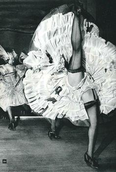 Remember to wear comfy clothes you can move in at NLNL Ballarat French Cancan - Moulin Rouge Paris Nico Jesse Look Vintage, Vintage Girls, Vintage Beauty, Moulin Rouge Paris, Le Moulin, Vintage Burlesque, Vintage Lingerie, Vintage Photographs, Vintage Photos