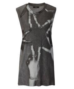 Oversized-Shirt in leicht transparenter Optik von DIESEL. Zur Hose in Leder-Optik und Booties stylen.  Click to buy.
