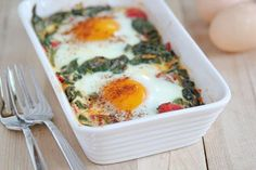 Baked Eggs with Spinach, Tomatoes and Garlic . VERY easy. Perfect for brunch or dinner. Serve with fresh fruit and whole wheat rolls Fodmap Recipes, Paleo Recipes, Real Food Recipes, Great Recipes, Cooking Recipes, Yummy Food, Favorite Recipes, Egg Recipes, Popular Recipes