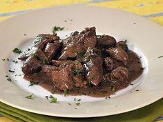 Drůbeží játra asrdíčka na slanině — Kluci v akci — Česká televize Beef, Chicken, Food, Meat, Essen, Meals, Yemek, Eten, Steak