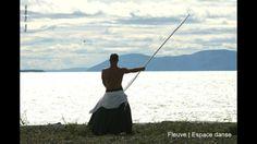 La Baigneuse, un homme et 4 loups venus de la mer.  Une création de la compagnie de danse professionnelle Fleuve   Espace danse.  Crédit photo : Pilar Marcias
