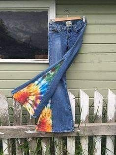 Upcycled Bell Bottoms Rainbow Twist recycled sheets hand dyed insert bell bottom jeans hippie eco one-of-a-kind Diy Jeans, Recycle Jeans, Upcycle, 70s Fashion, Denim Fashion, Modest Fashion, Hippie Jeans, Mode Pop, Estilo Jeans