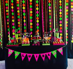 This year to celebrate 11 years of the theme chosen was Luiza Neon! A ballad with friends ! The party was a success. 80s Birthday Parties, Neon Birthday, Teen Parties, Mouse Parties, Glow Party Decorations, Party Themes, Party Ideas, Disco Party, Glow In Dark Party