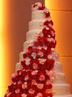 Google Afbeeldingen resultaat voor http://us.123rf.com/400wm/400/400/andygen/andygen0907/andygen090700335/5246838-big-roses-wedding-cake.jpg