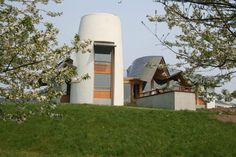 Maggie's Dundee, 2003, architect Frank Gehry, landscape architect Arabella Lennox-Boyd