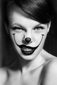 Maquillage : clown noir et blanc minimaliste — Transformation #makeup #clown #minimal #expression #face #portrait #black_and_white