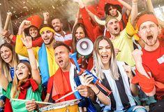 Fußballfans können sich in diesem Jahr nicht nur einen spannenden DFB-Pokal ansehen, sondern erhalten auch ein Turnier der Extraklasse. Die Rede ist von der Europameisterschaft, welche durch den COVID19-Virus ein Jahr nach hinten verschoben wurde.Während die Meisterschaft der 1.Bundesliga höchstwahrscheinlich wieder an den Rekordmeister geht, könnte es bei der EM 2021 einige Überraschungen geben. #Sport Robert Lewandowski, Cristiano Ronaldo, Fifa, Paul Pogba, Sports, Fc Bayern Munich, Football Soccer, Hs Sports, Sport