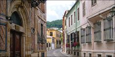 """This time I decided to """"go a bit alternative"""" and present a city, which is definitely not considered as a touristic destination although it should be, since it has a lot to offer! Old Town, Greece, To Go, Country, Street, City, Nostalgia, Colors, Photos"""