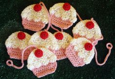 Crocheted Cupcake Garland ~ Had a blast making this for my granddaughter's 1st Birthday party. Pattern was easy to follow.