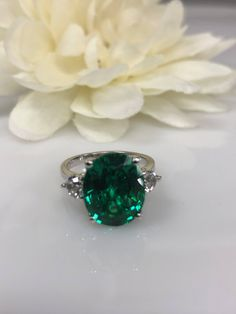 Oval Cut Emerald with Round Brilliant Accents Engagement Wedding Anniversary Ring White Gold Engagement Rings Round, Vintage Engagement Rings, Wedding Accessories, Jewelry Accessories, Diy Jewelry Gifts, White Sapphire, Emerald Green, Colored Diamonds, Vintage Jewelry