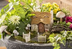 Fairy Garden Cottage with Thatched Roof is a wonderful addition to your fairy garden. Made with polyresin it has fine details and is good for both indoor and outdoor.