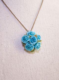 rosa azul flores collar hecho a mano de la arcilla de polímero mediante Joyloveclay