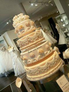Een prachtige bruidstaart van Taste and Dream bij ons in de zaak!