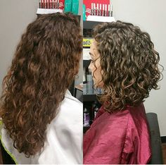 14 simple tricks to show off a beautiful curly hair Curly Hair Cuts BEAUTIFUL curly hair show Simple Tricks Wavy Bob Hairstyles, Haircuts For Curly Hair, Curly Hair Cuts, Long Curly Hair, Naturally Curly Haircuts, Curly Lob Haircut, Short Hair For Curly Hair, Hairstyle Short, Bob Haircuts