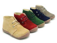 Tienda online de calzado infantil Okaaspain. Botita de serraje con cordones. Calidad y precio hecho en España.
