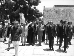 Following an invitation by Israeli Prime Minister Golda Meir, Willy Brandt traveled to Israel in June 1973, becoming the first German Chancellor to visit the country. In Jerusalem, he visited the Wailing Wall, the Dome of the Rock, the Al-Aqsa Mosque, the Church of the Holy Sepulchre, and the Church of the Redeemer. Aware of the symbolic importance of the moment, Brandt read nine verses from the Old Testament as part of a wreath-laying ceremony at the Yad Vashem Holocaust Memorial. In this…