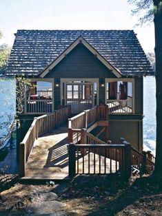 Huisje aan het water. Klein en mooi.