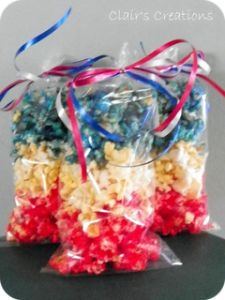 Red White and Blue Popcorn can also do red and green or orange and black for halloween. Cute little baggie of treats to give to neighbors/friends! #popcorn #holidays #cute