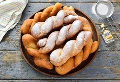 Gogosi rasucite foarte pufoase - reteta video Sweets Recipes, Cookie Recipes, Desserts, Romanian Food, Romanian Recipes, Cake Hacks, Brunch Menu, Pastry And Bakery, Quesadilla