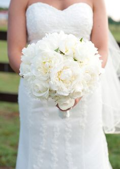 white peony bouquet (photo by Cyn Kain)