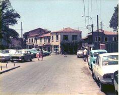 Solda Agora Parkı'nın ve Hürriyet Lisesi'nin bulunduğu 816. sokak. Agora sağ tarafta oluyor. Foto Sn.Hendrik Nauta, 1977 yılı.