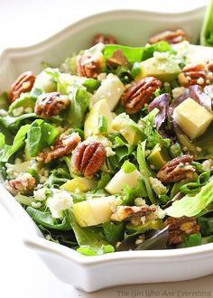 Roquefort Pear Salad - one of my favorite salads topped with candied pecans and drizzled with a vinaigrette. A fresh healthy salad. Pomegranate Salad, Pear Salad, Avocado Salad Recipes, Cooking Recipes, Healthy Recipes, Fresh Pear Recipes, Side Salad, Saveur, Soup And Salad